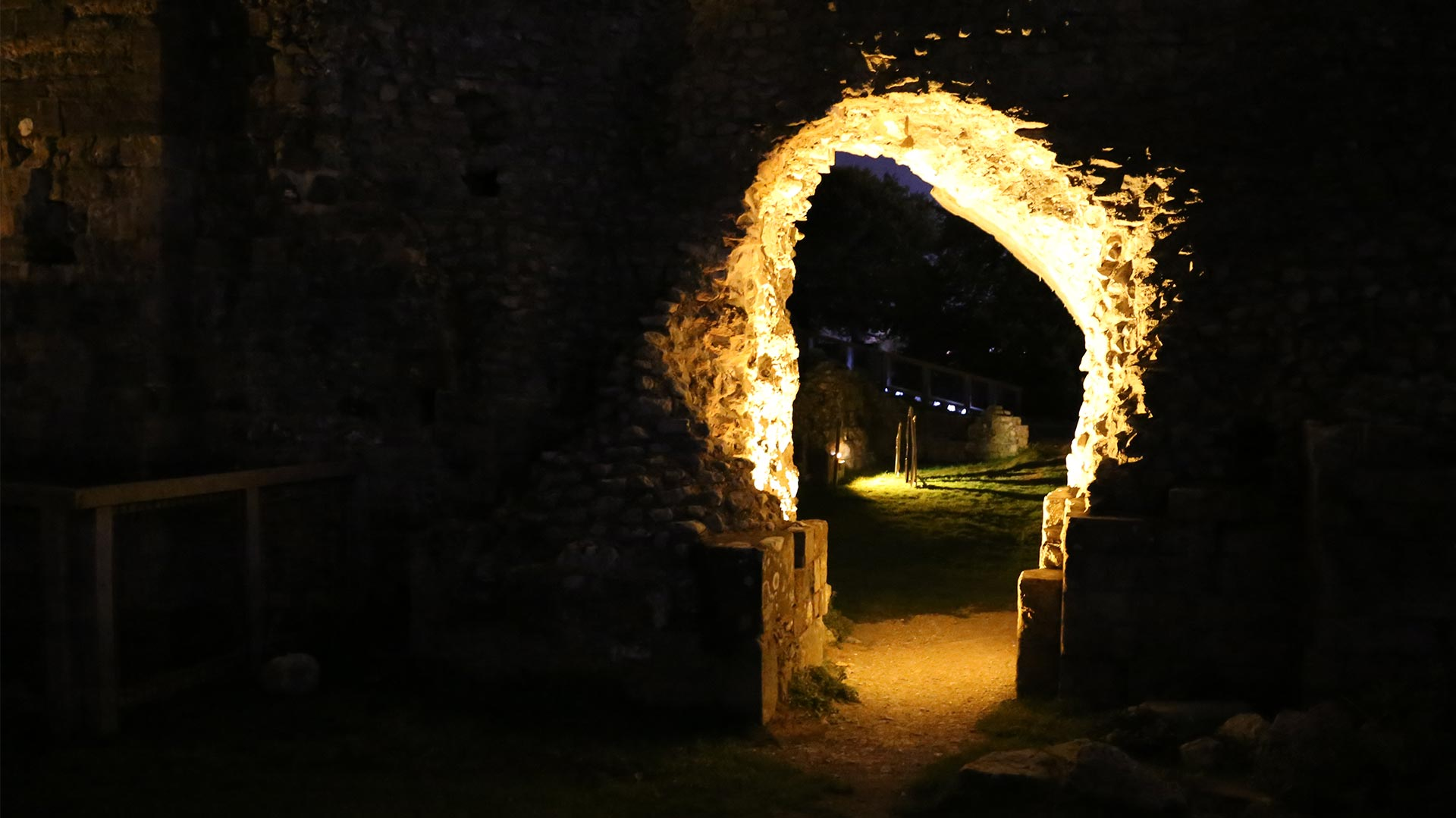 Illuminated Arch Historic Ruins Lewes Light Darkness Contrast