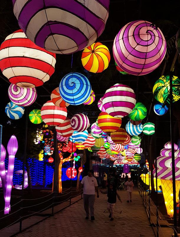 Dubai Garden Glow Light Installation Balloons Colour