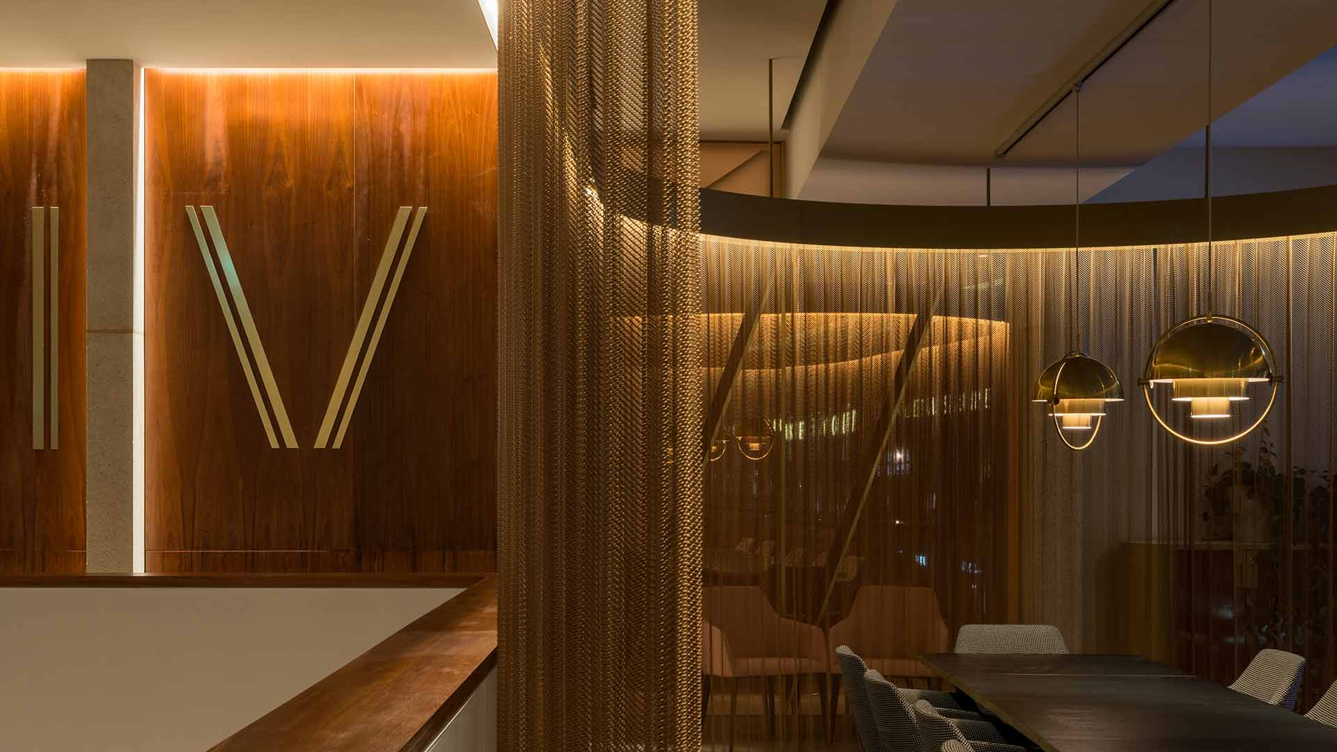 Lighting Design Private Dining Booth Chain Mail Curtain Brass Frame Pendants VIVI Restaurant Nulty